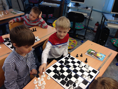 You want to register your child in a chess course?